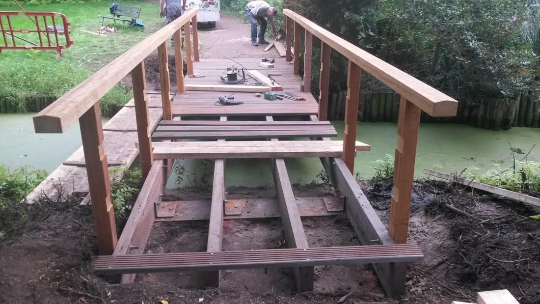 Vernieuwing-brug-hardhout-FSC-waterbouw-bruggenbouw-Braams